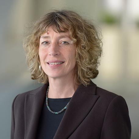 Portraitbild von Dr. Josephine Hofmann, Expertin für Arbeitsorganisation am Fraunhofer-Institut für Arbeitswirtschaft und Organisation
